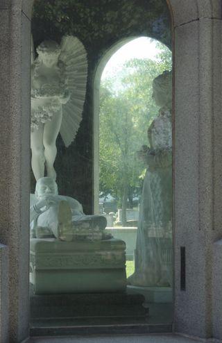 Blocher_Memorial_interior_-_Forest_Lawn,_Buffalo