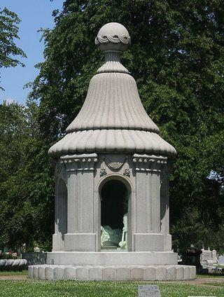 File:Blocher Memorial - Forest Lawn, Buffalo